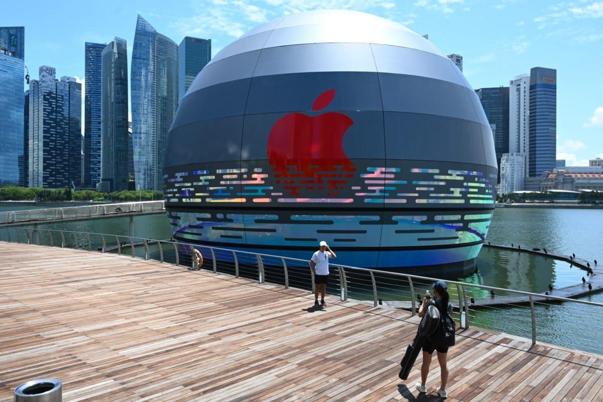 Apple Floating Store - Marina Bay Sands, Singapore