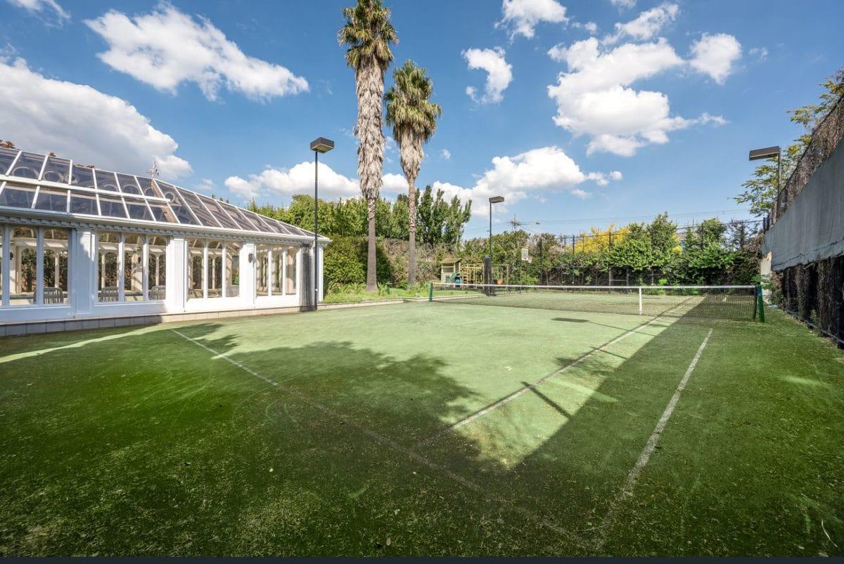 10 Bickhams Court tennis