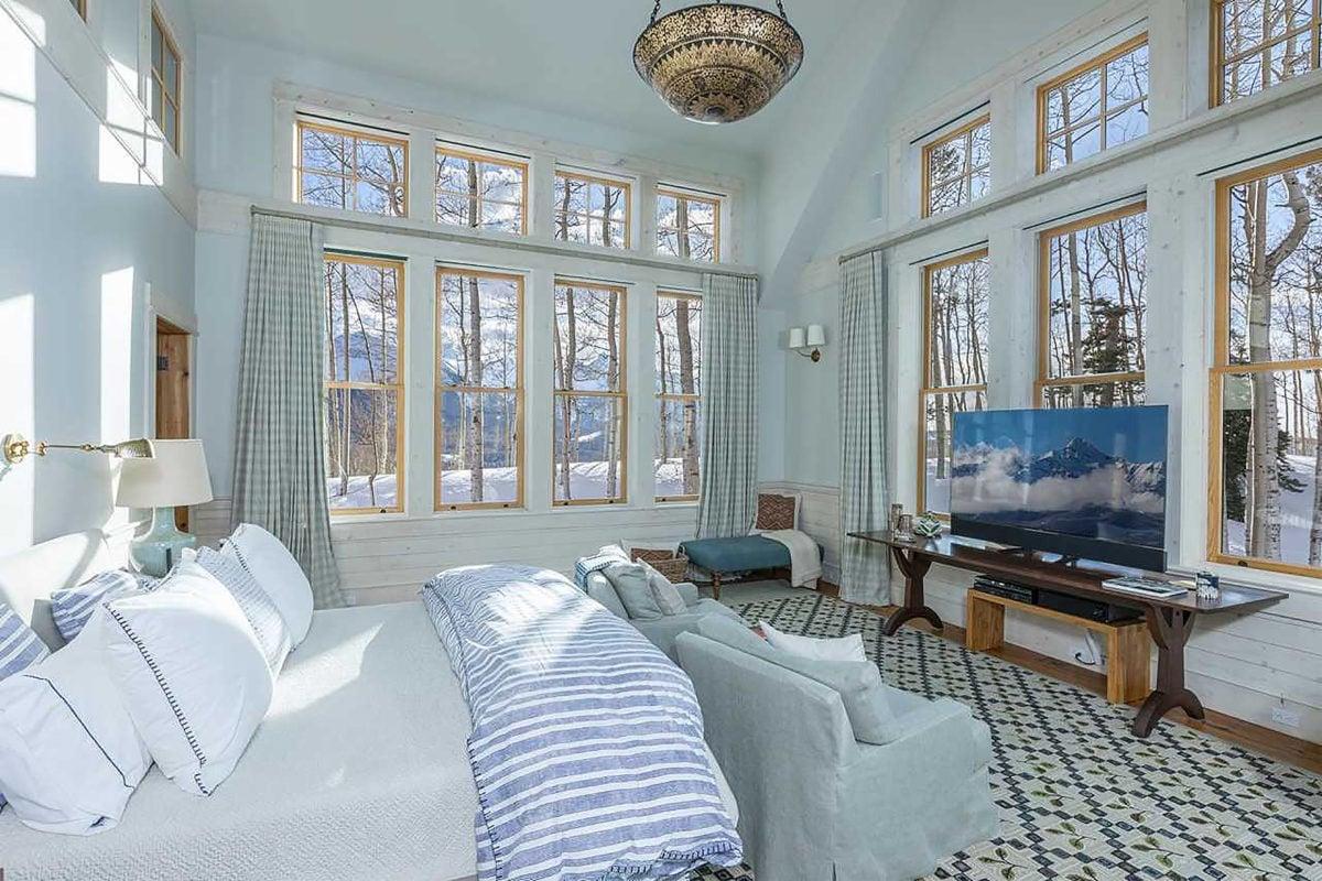 jerry seinfeld's bedroom at his colorado estate