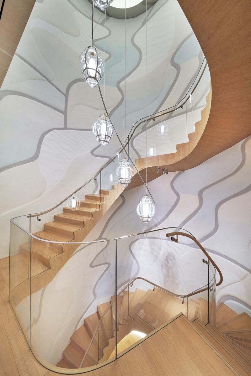 Louis Vuitton Ginza building staircase
