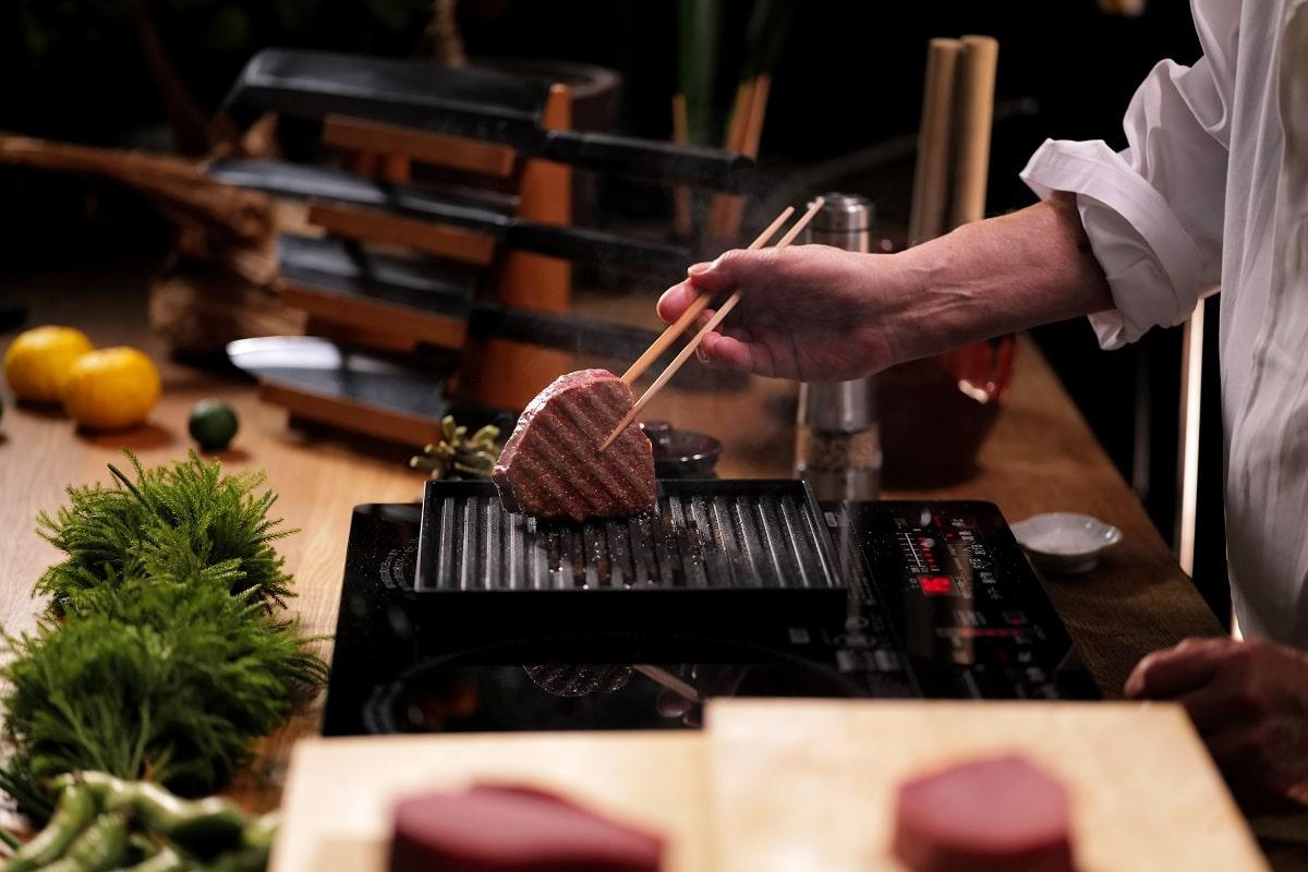 ANAORI Kakugama grilling with the top