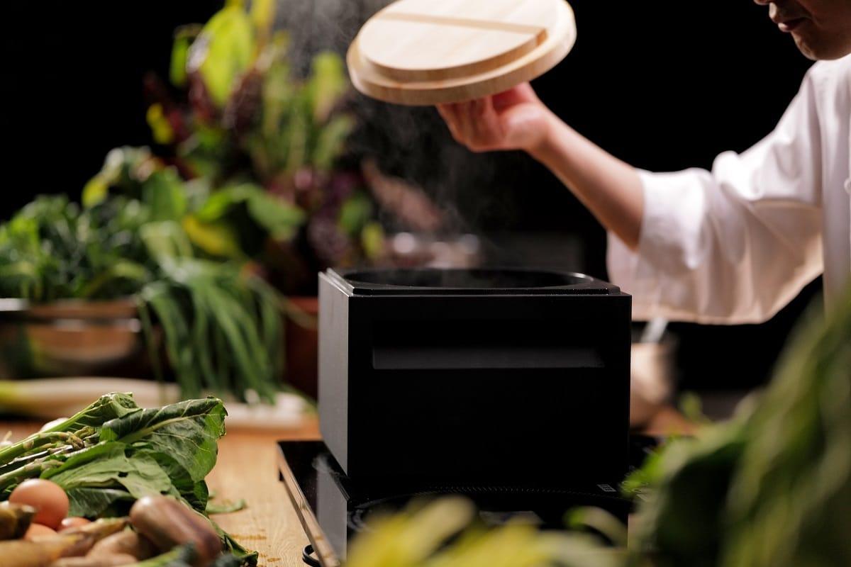 ANAORI Kakugama is a carbon graphite cooking pot