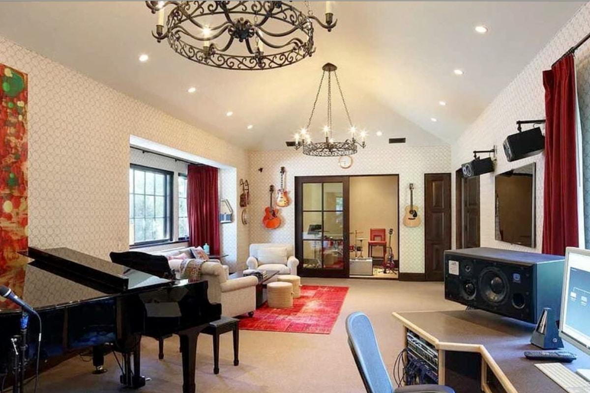 the rock's beverley park mansion - inside