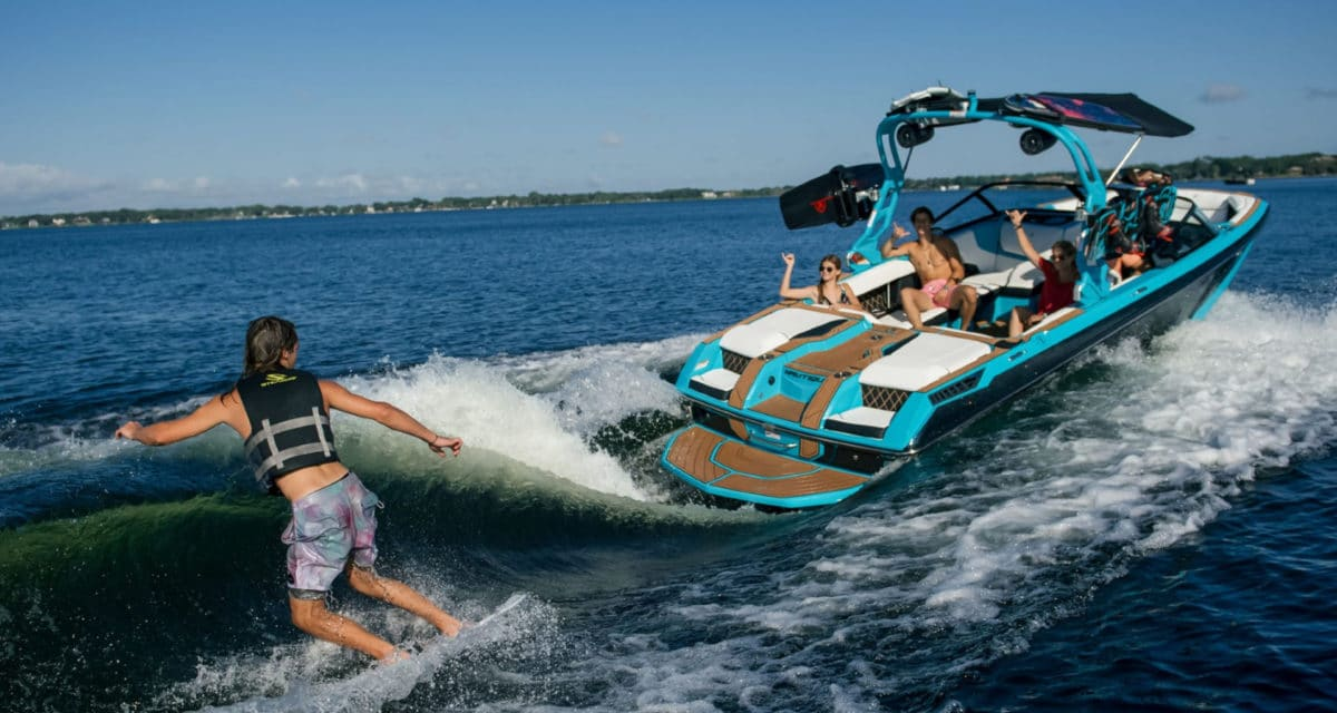 Ingenity Super Air Nautique GS22E World's First Fully-Electric Towboat