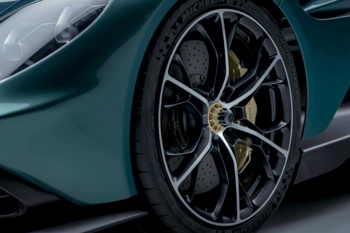 Aston Martin Valhalla 14