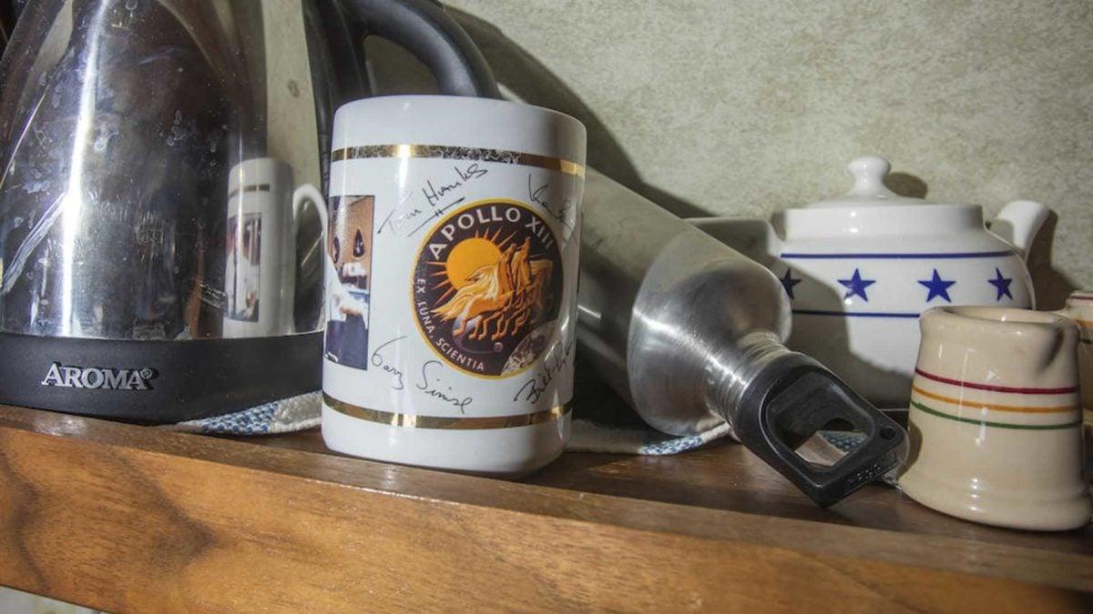tom hanks 1992 airstream trailer autographed apollo 13 mug