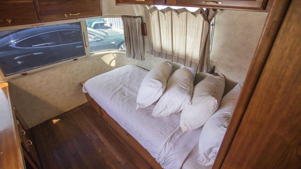 tom hanks 1992 airstream trailer bed
