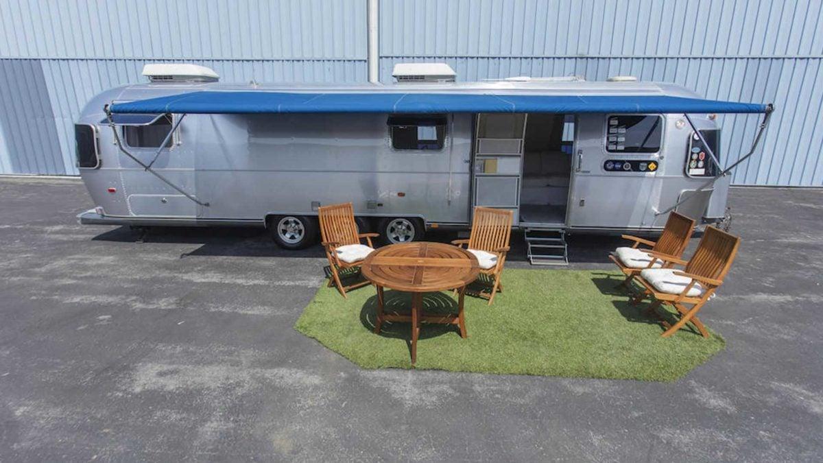tom hanks airstream trailer exterior view 1